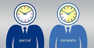Imagen donde aparecen dos relojes: uno con jornada laboral parcial y otra con jornada completa