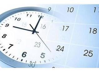 Imagen de un reloj analógico y un calendario